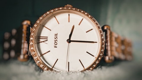 round-gold-colored-fossil-analog-watch